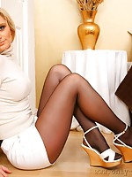 sexy ladies wearing nylons